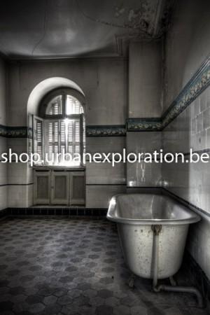 Chateau Lumière bathroom with bath